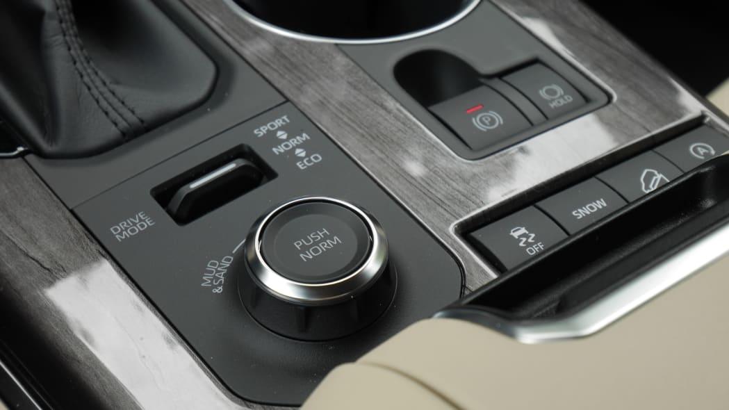 2020 Toyota Highlander Platinum drive settings