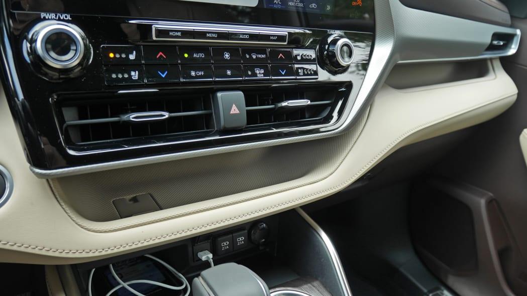 2020 Toyota Highlander Platinum interior trays