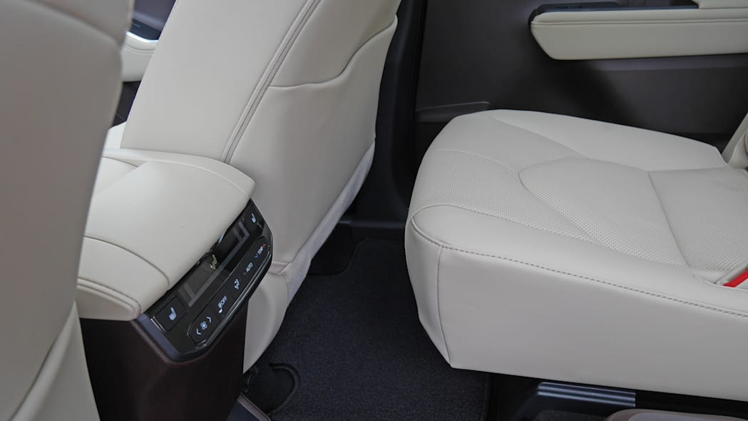 2020 Toyota Highlander Platinum second slid full forward