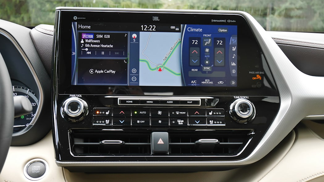 2020 Toyota Highlander touchscreen 1