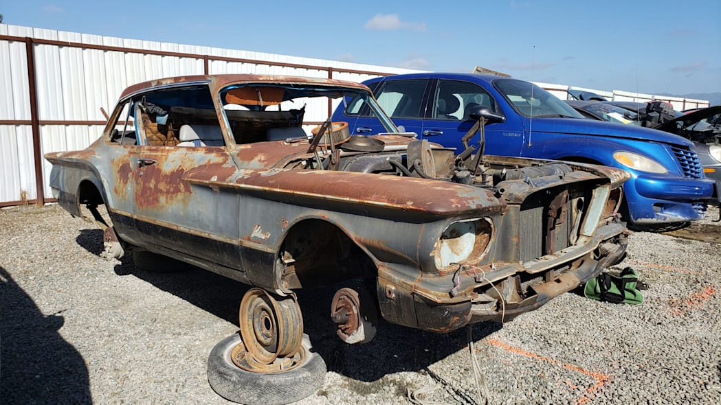 00 - 1961 Plymouth Valiant in California Junkyard - photo by Murilee Martin