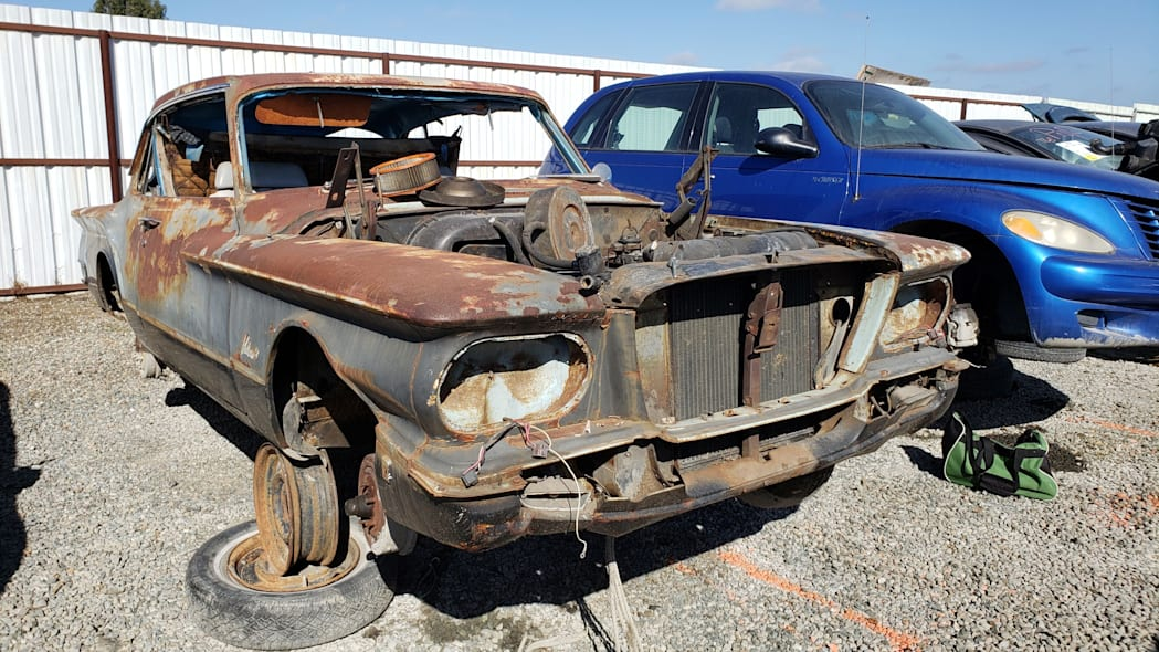 17 - 1961 Plymouth Valiant in California Junkyard - photo by Murilee Martin
