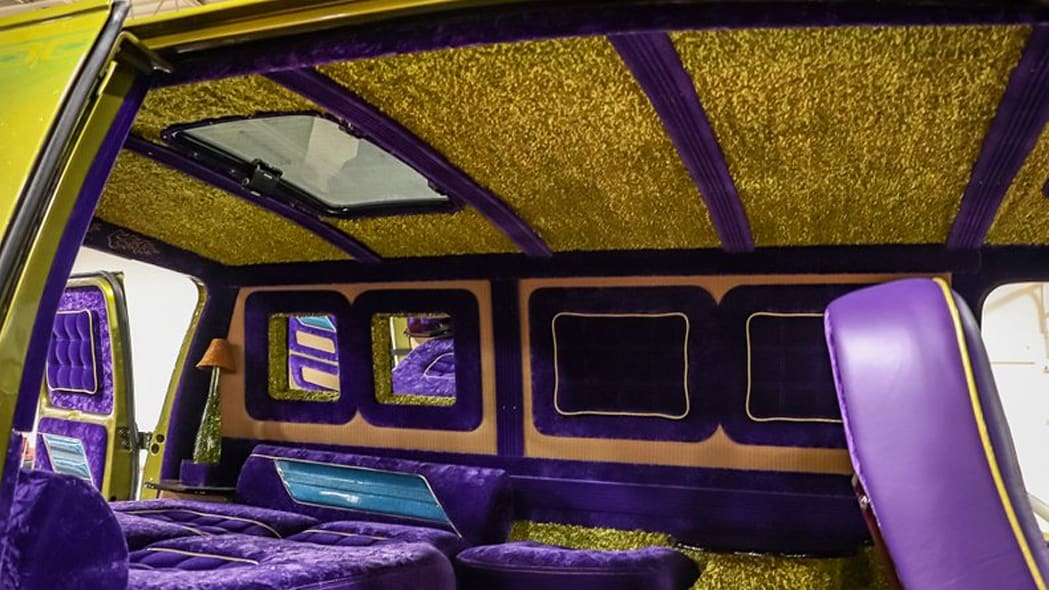 1975-chevrolet-g10-boogie-van ceiling