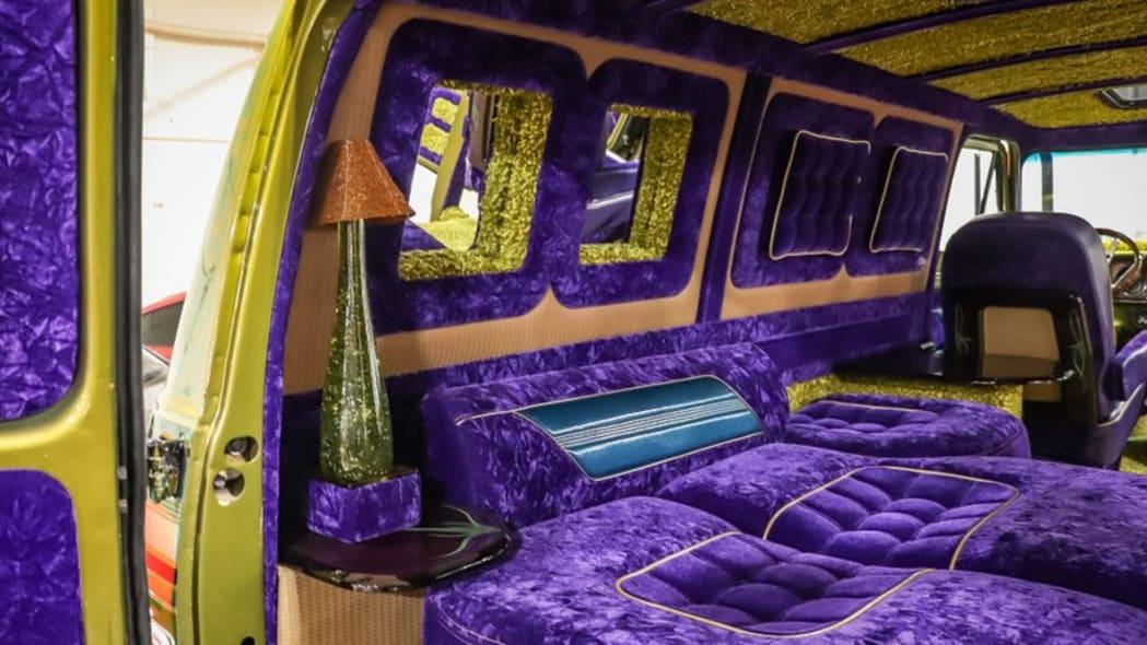 1975-chevrolet-g10-boogie-van bed