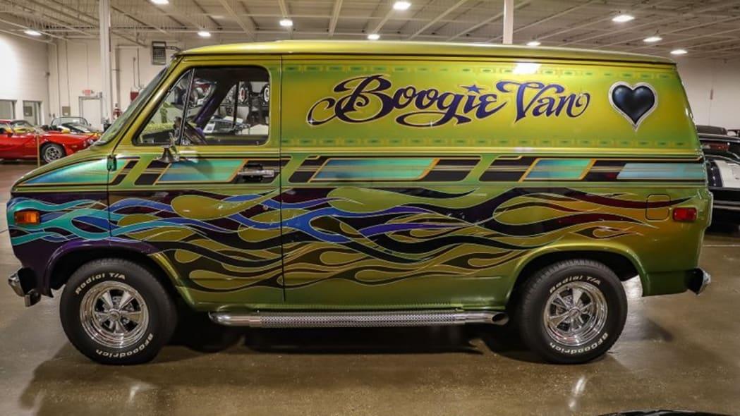 1975-chevrolet-g10-boogie-van