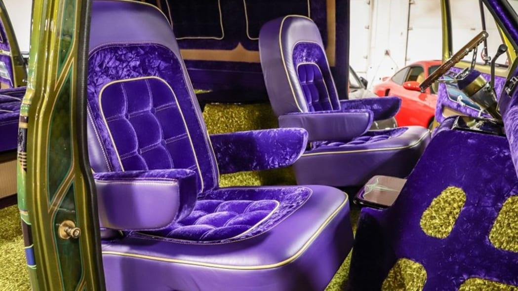 1975-chevrolet-g10-boogie-van fr seats