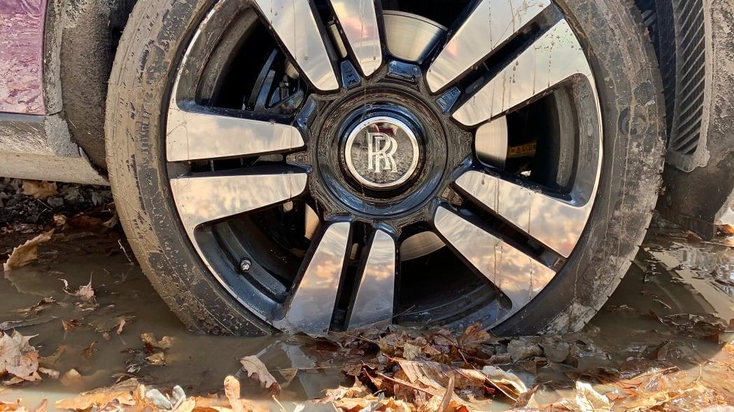 rolls-royce-cullinan-old-mine-road-14