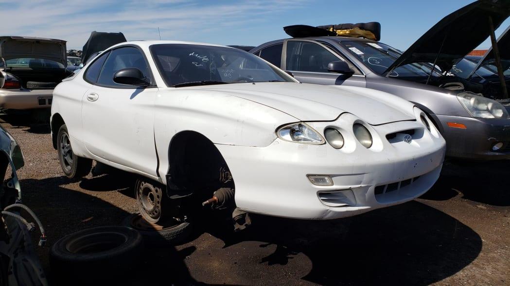 00 - 2000 Hyundai Tiburon in Arizona Junkyard - photo by Murilee Martin