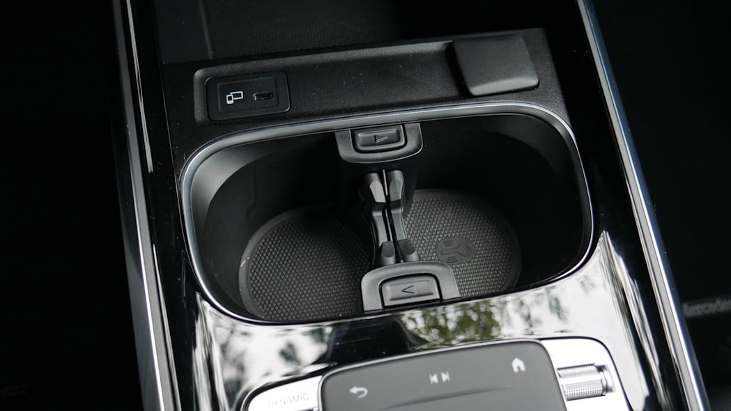 Mercedes GLB Interior Storage cupholder 1