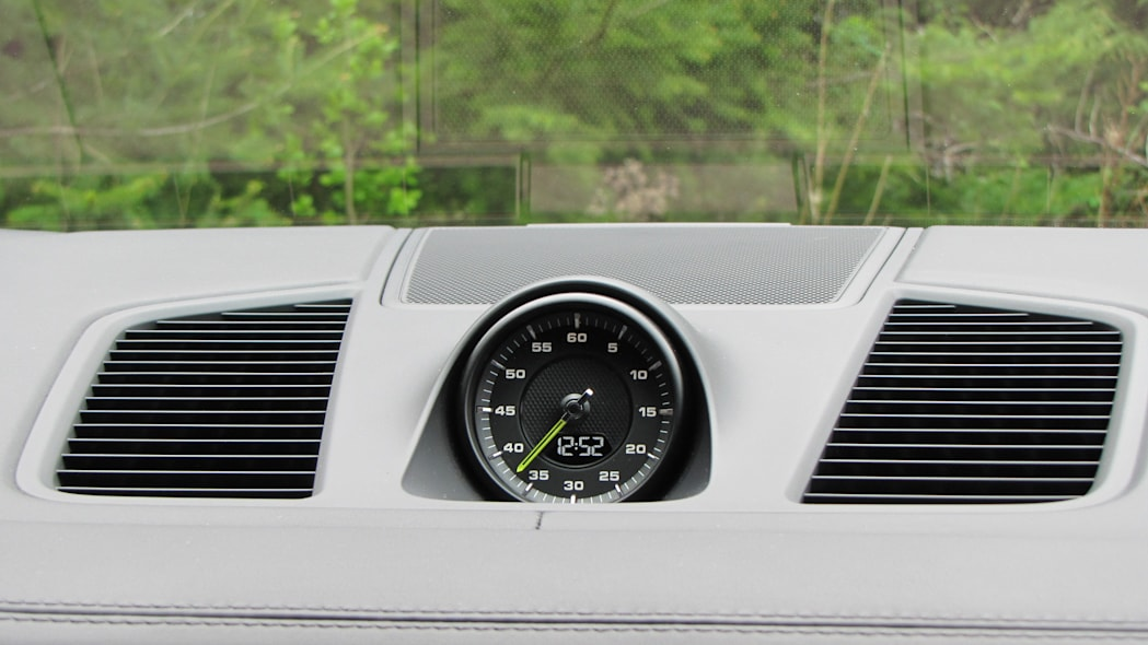 2020 Porsche Cayenne Coupe Turbo S E-Hybrid sport chrono clock