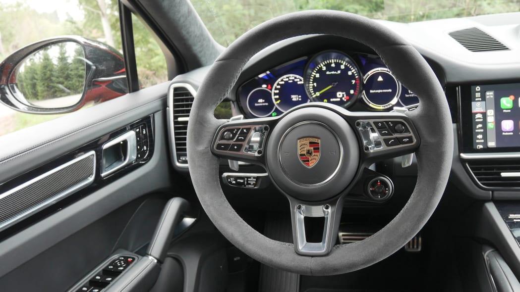 2020 Porsche Cayenne Coupe Turbo S E-Hybrid steering wheel