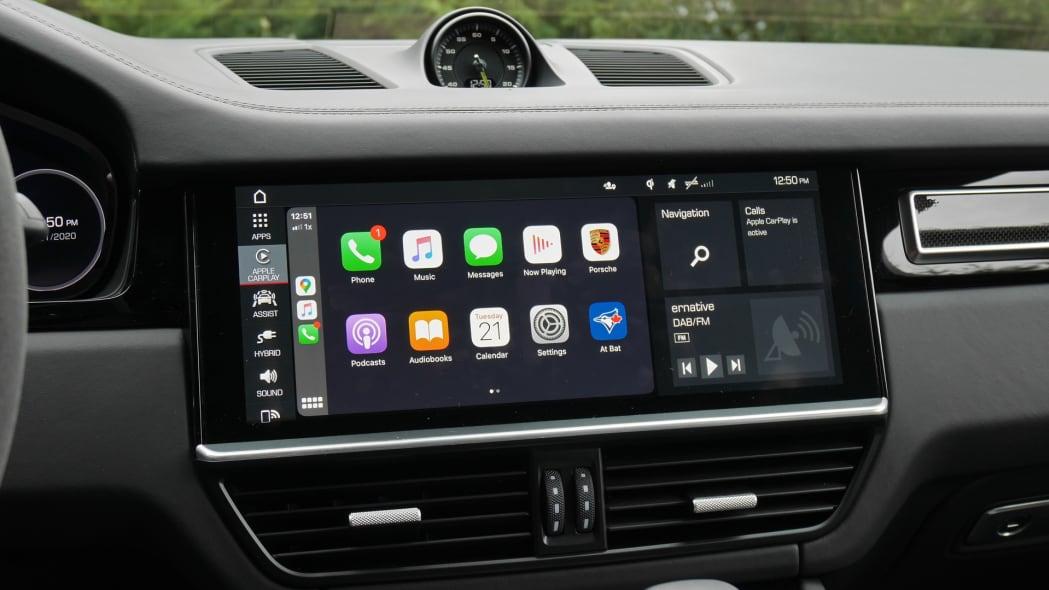 2020 Porsche Cayenne Coupe Turbo S E-Hybrid touchscreen
