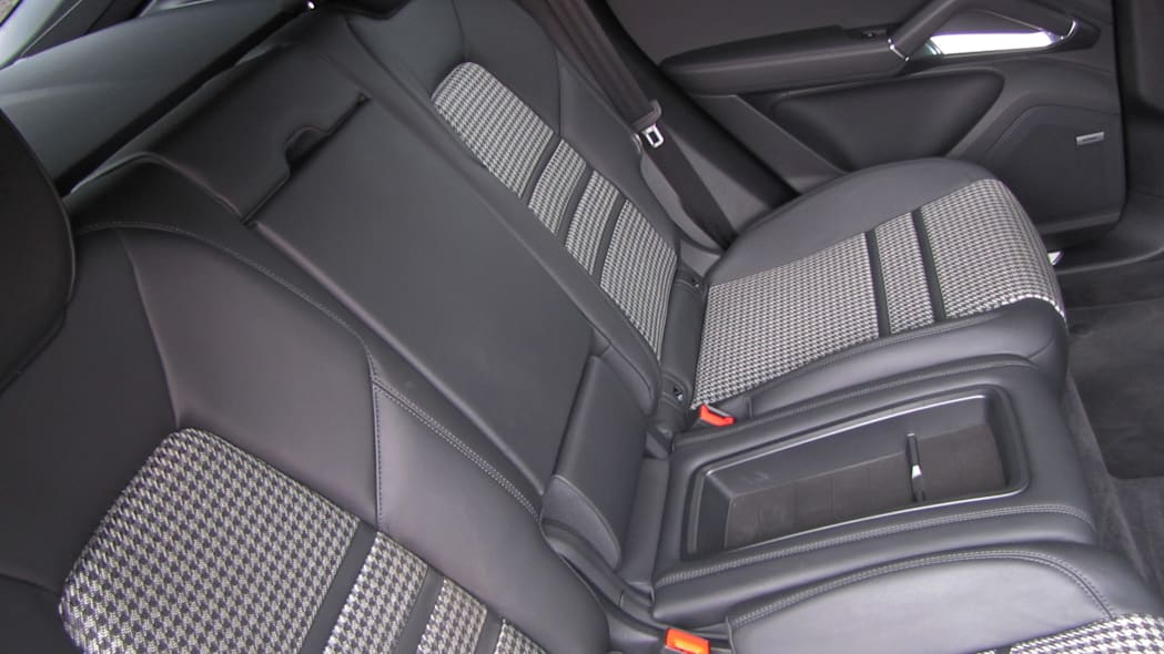 2020 Porsche Cayenne Coupe Turbo S E-Hybrid back seat middle