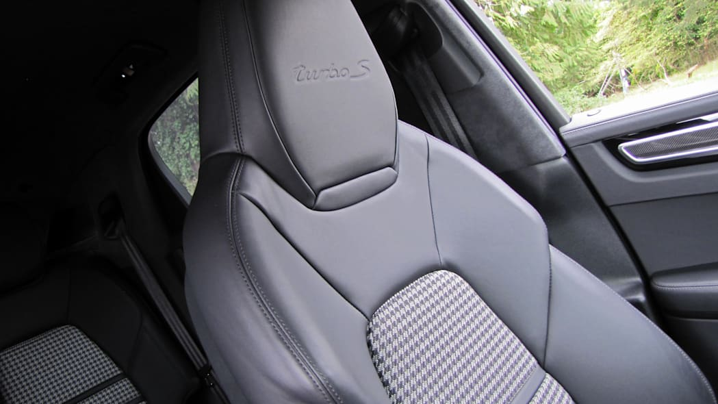 2020 Porsche Cayenne Coupe Turbo S E-Hybrid front seat