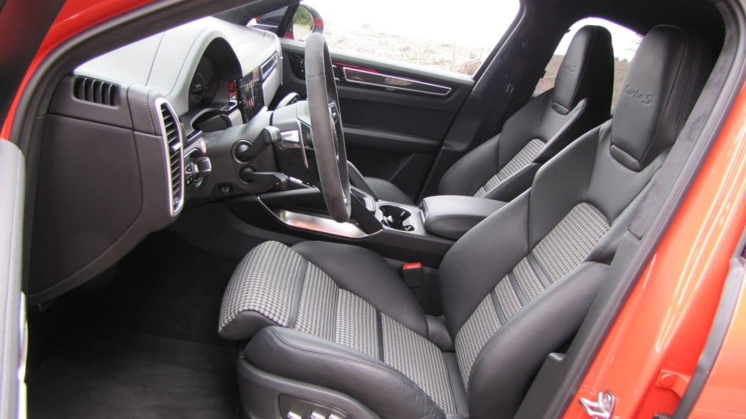2020 Porsche Cayenne Coupe Turbo S E-Hybrid front seats