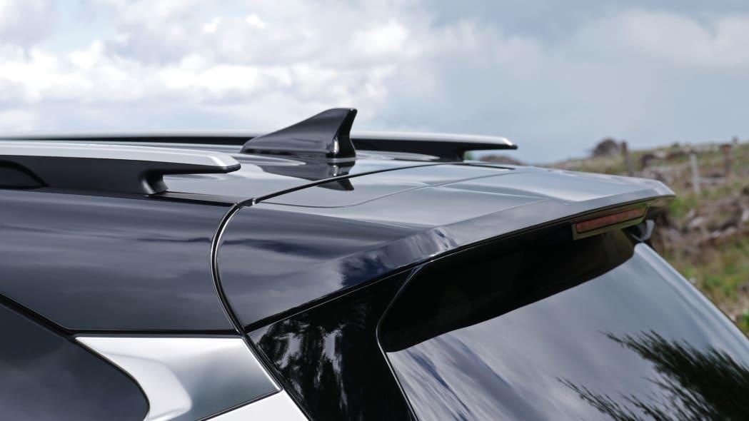 2021 Kia Seltos roof rail and spoiler