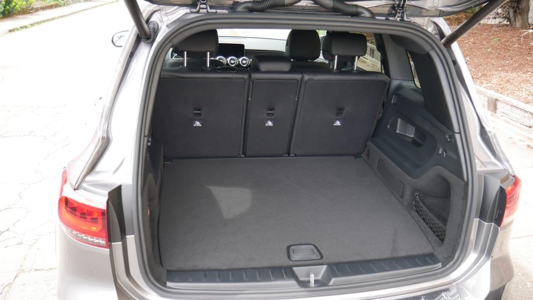 2020 Mercedes GLB Luggage Test floor high empty