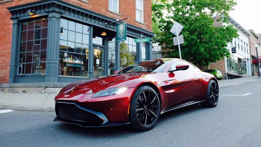 2020 Aston Martin Vantage front 1