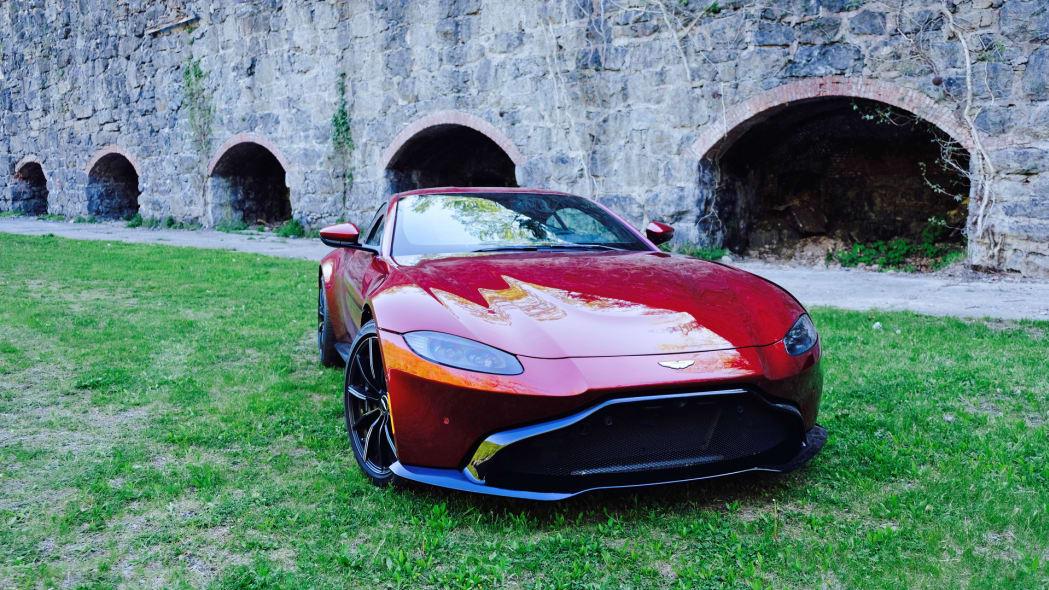 2020 Aston Martin Vantage front 2