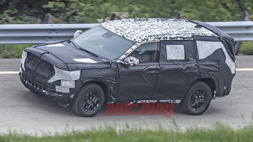 Jeep Cherokee prototype spy photo