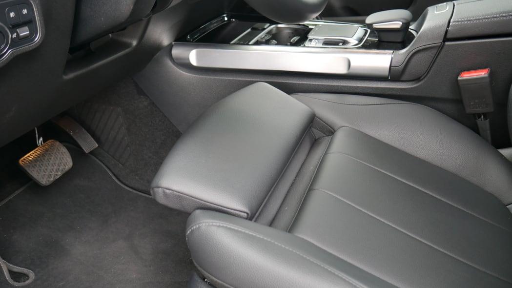 2020 Mercedes GLB 250 thigh extension