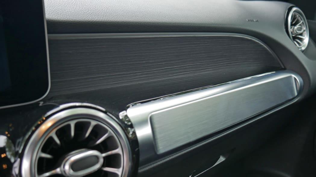 2020 Mercedes GLB 250 dash trim