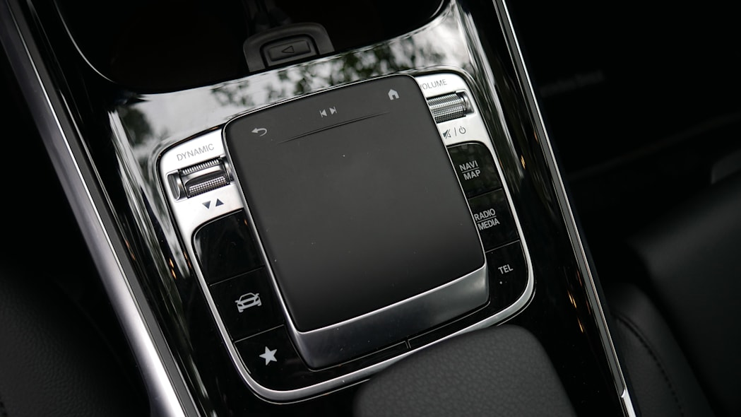 2020 Mercedes GLB 250 MBUX touchpad