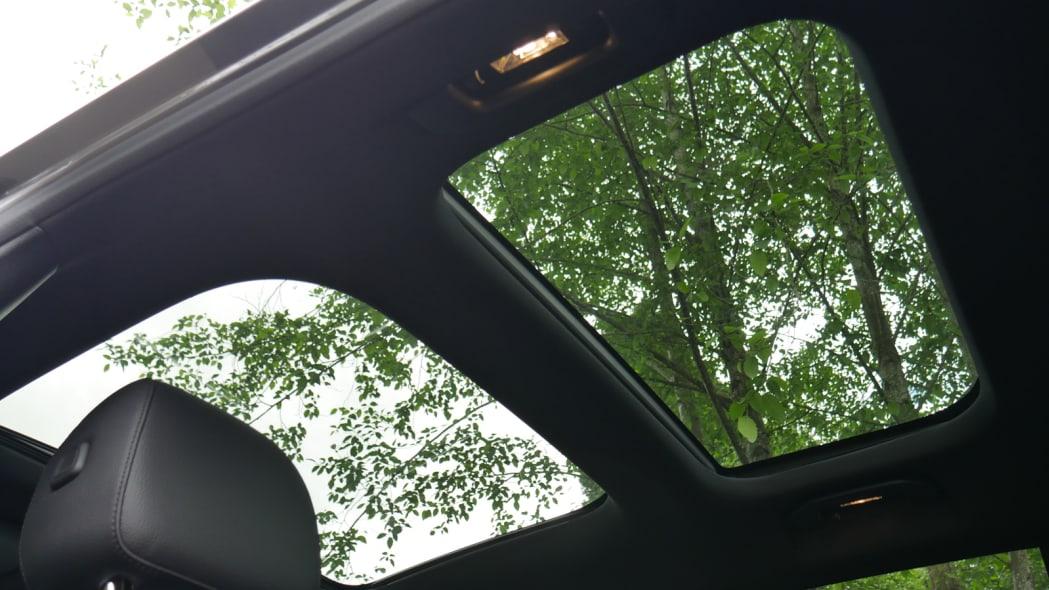 2020 Mercedes GLB 250 panoramic sunroof