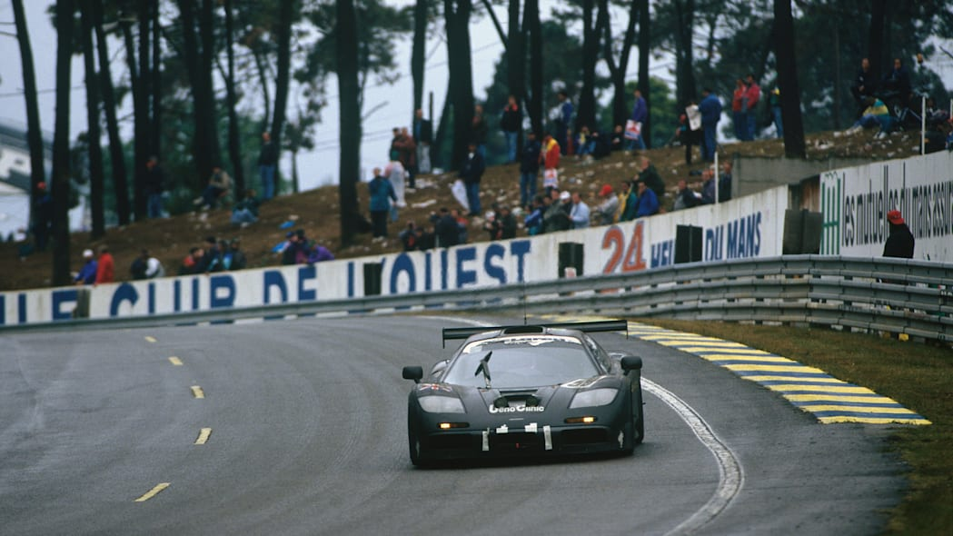 12093-Number-59-McLaren-F1-GTR-on-its-way-to-victory-at-Le-Mans-in-1995---Credit---Motorsport-Images