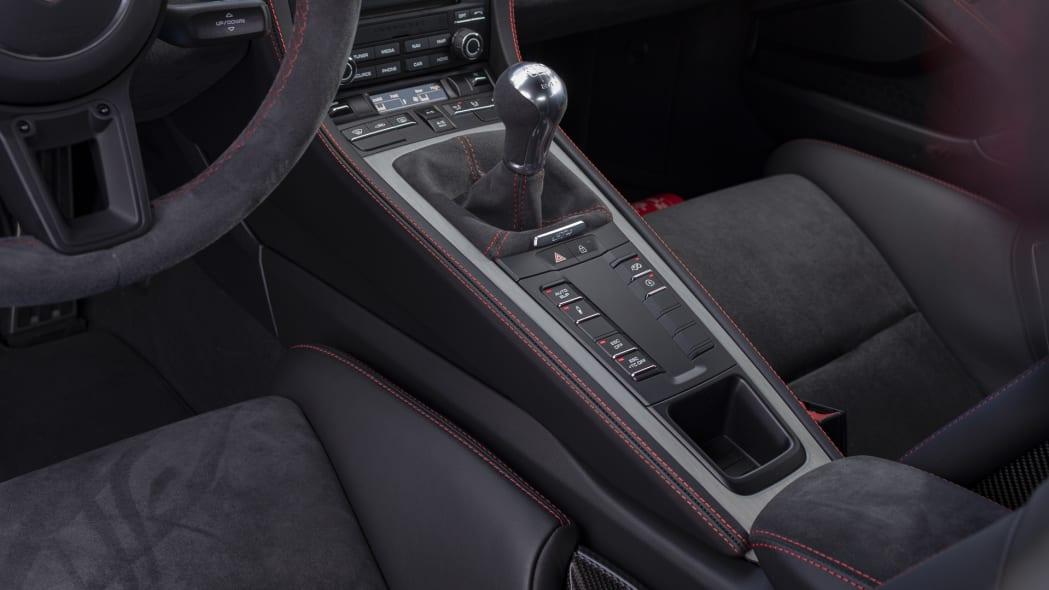 2020 Porsche 718 Cayman GT4 center console