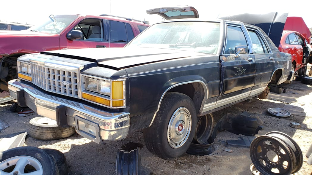 25 - 1987 Ford LTD Crown Victoria in Colorado Junkyard - photo by Murilee Martin