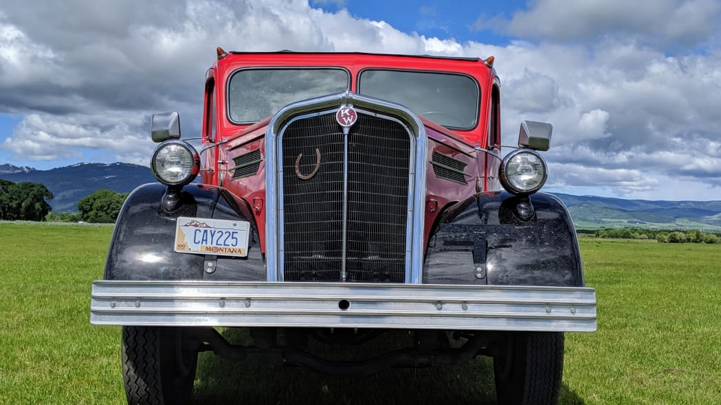 Legacy-Classic-Trucks-Mount-Rainier-Kenworth-Motor-Coach-Front-View