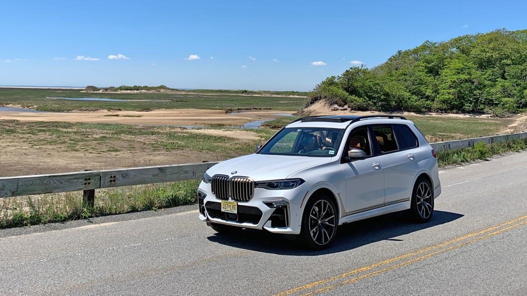 2020 BMW X7 M50i front 34