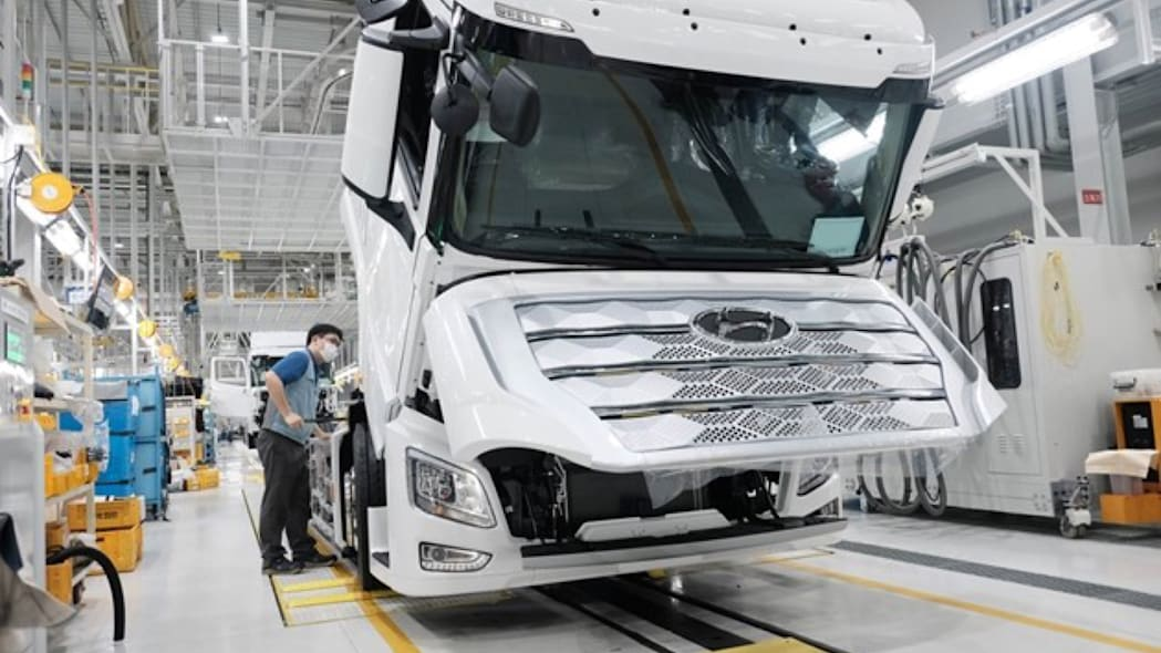 Hyundai Xcient FCEV semi