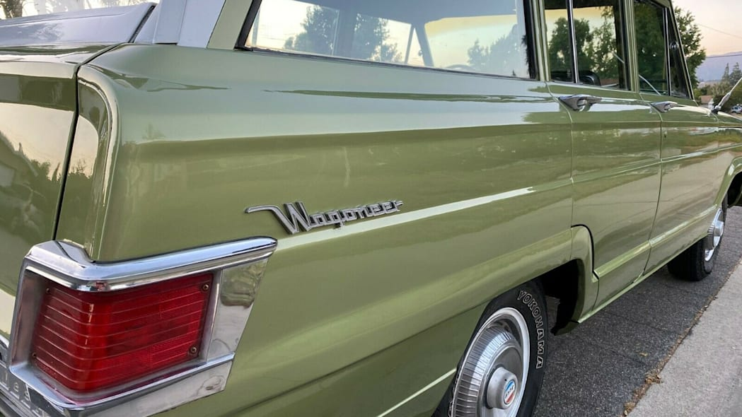 wagoneer,rear