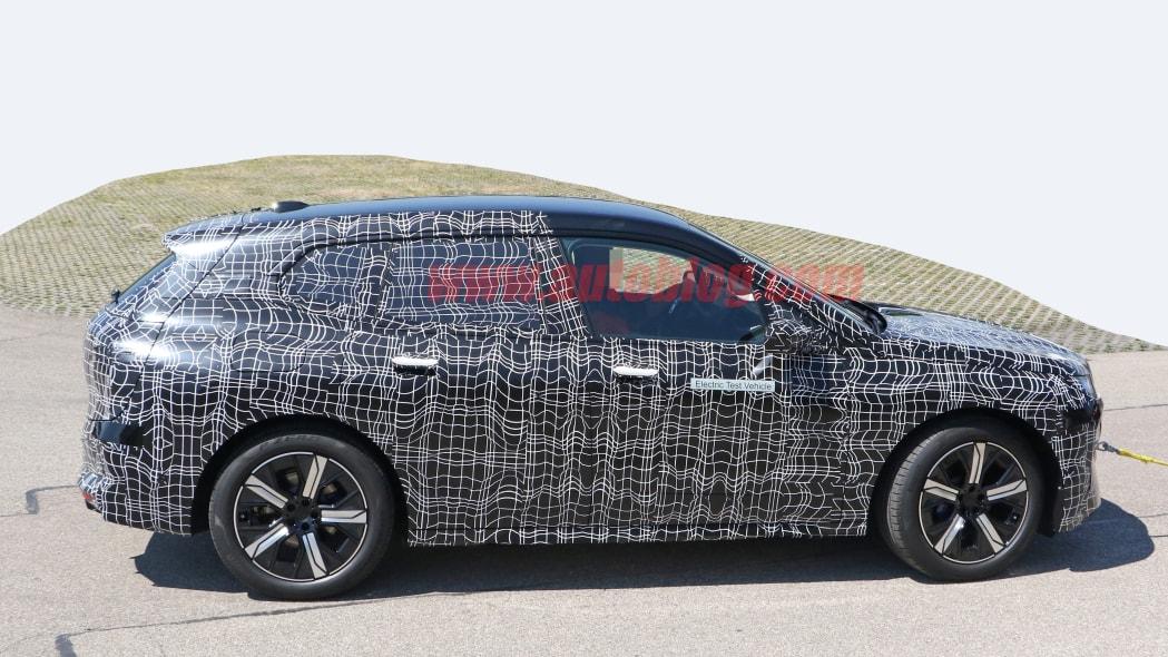 BMW iNext 8