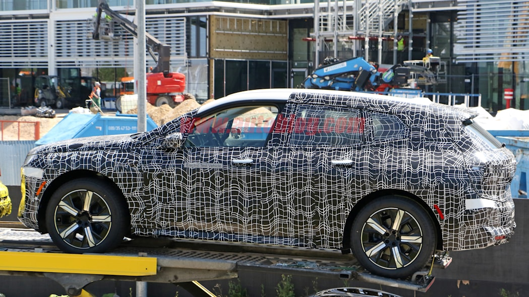 BMW iNext 22