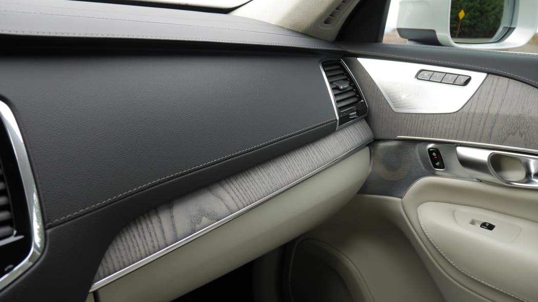 2020 Volvo XC90 T8 tan interior detail