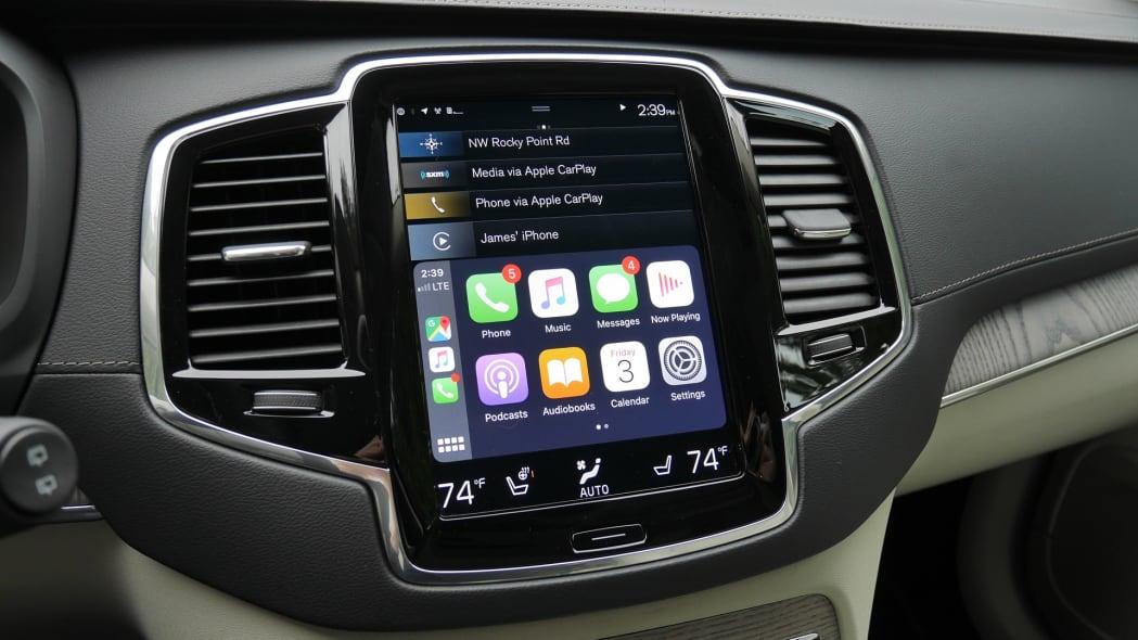 2020 Volvo XC90 T8 touchscreen 2