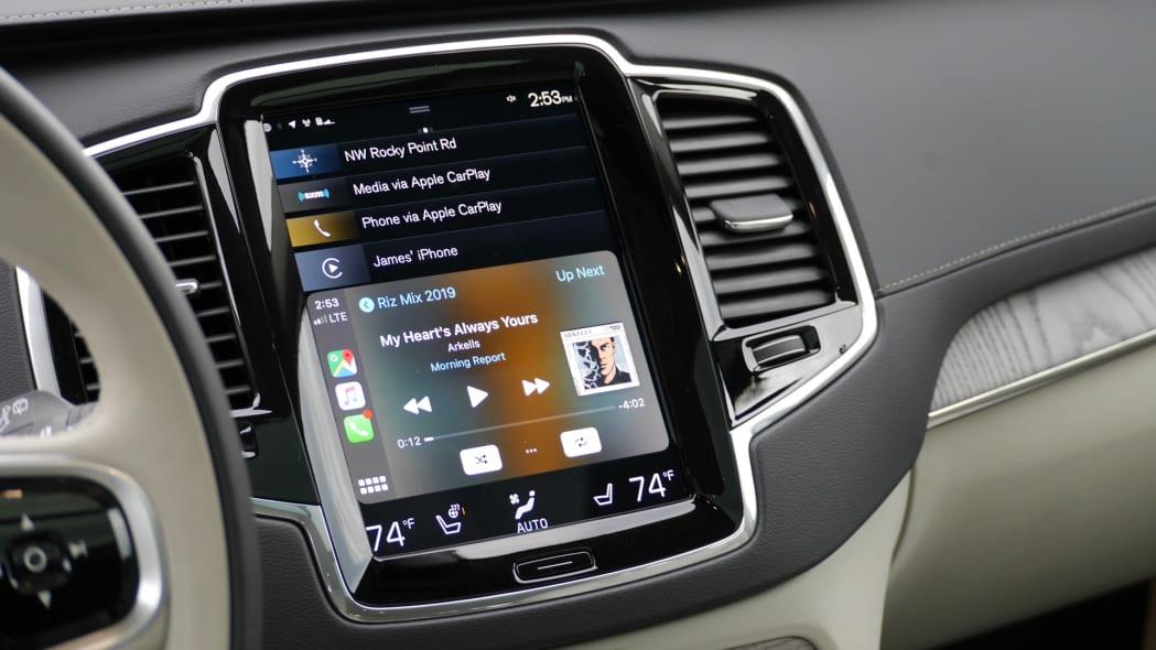 2020 Volvo XC90 T8 touchscreen