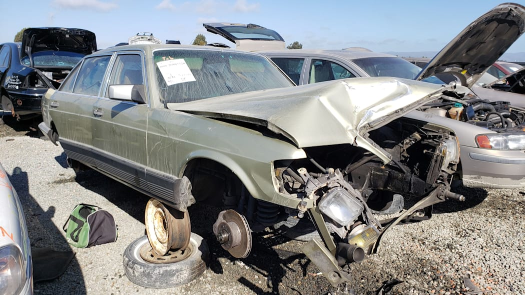 22 -1981 Mercedes-Benz 300SD in California junkyard - photo by Murilee Martin