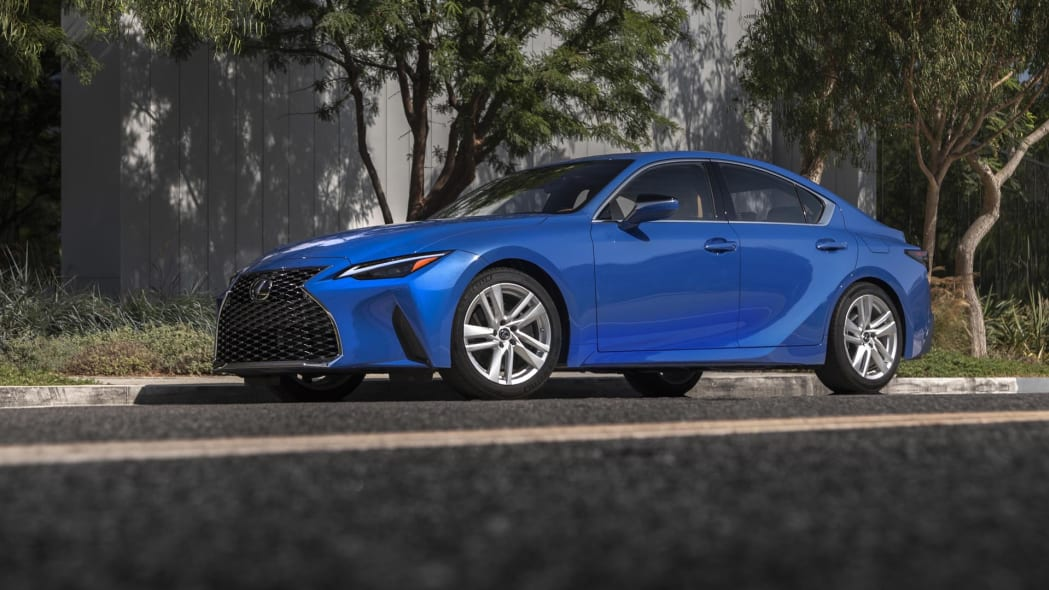 2021_Lexus_IS_300_AWD_Blue_006