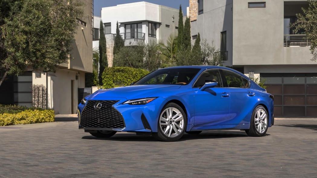 2021_Lexus_IS_300_AWD_Blue_004