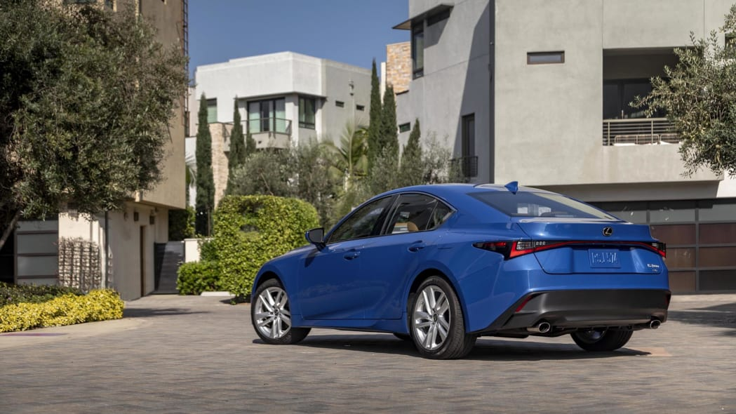 2021_Lexus_IS_300_AWD_Blue_007