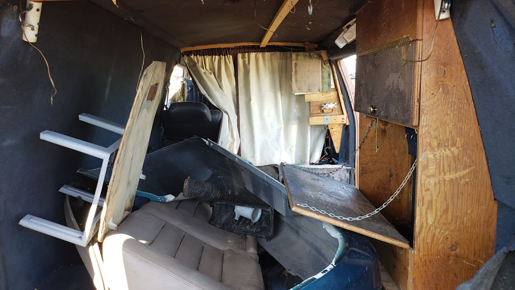 37 - 1987 Toyota LiteAce Van in Colorado junkyard - photo by Murilee Martin