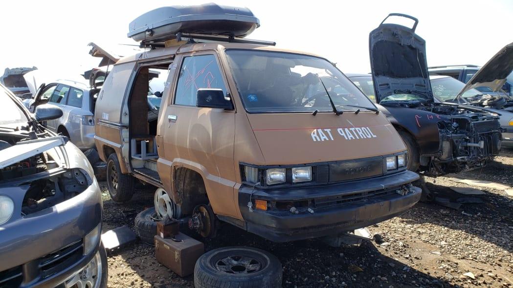 45 - 1987 Toyota LiteAce Van in Colorado junkyard - photo by Murilee Martin