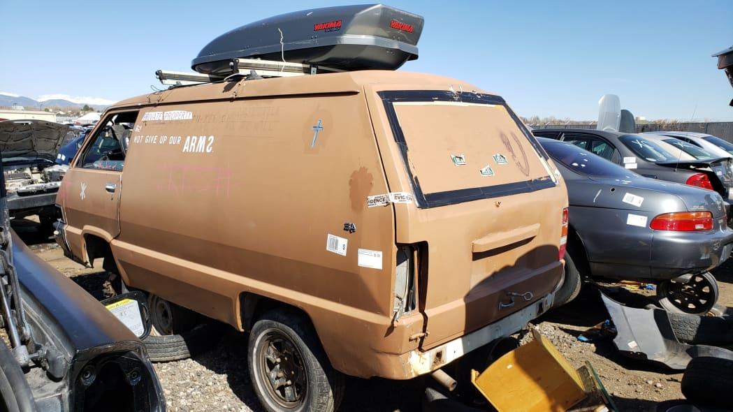 55 - 1987 Toyota LiteAce Van in Colorado junkyard - photo by Murilee Martin
