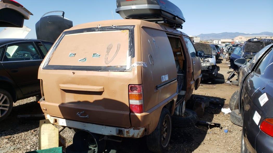 57 - 1987 Toyota LiteAce Van in Colorado junkyard - photo by Murilee Martin