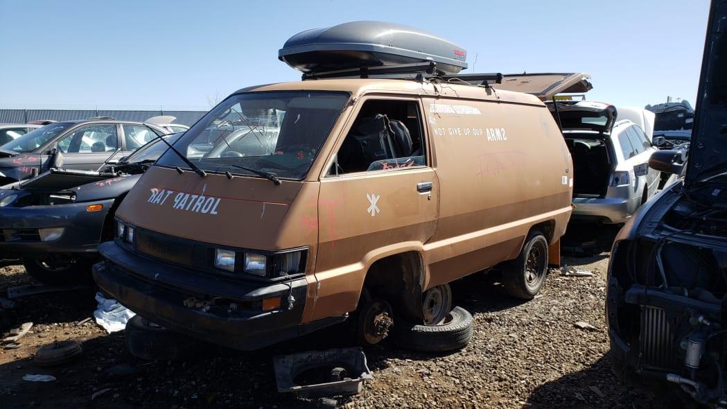 99 - 1987 Toyota LiteAce Van in Colorado junkyard - photo by Murilee Martin