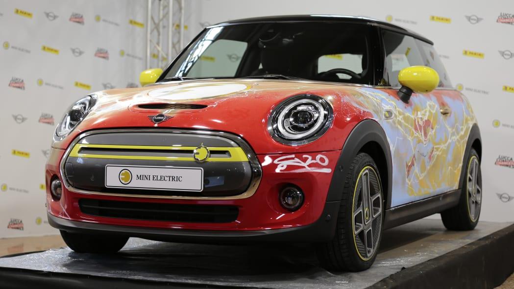 Mini SE art car The Flash